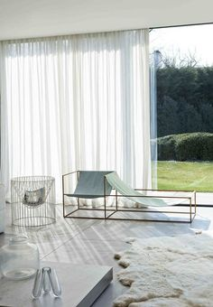 Lightweight seating by Muller Van Severen in a concrete house by architect Marc Corbiau. Interior Architecture, Interior And Exterior, Online Architecture, Curtains With Blinds, White Curtains, Floor To Ceiling Curtains, Sheer Blinds, Luxury Curtains, Sheer Drapes