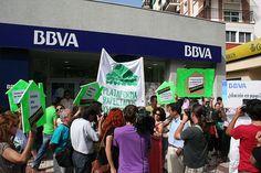 From Wikiwand: Protesta de la Plataforma de afectados por la hipoteca (PAH) ante una sucursal de BBVA en Málaga por la dación en pago de la hipoteca de una familia afectada, 7 de junio de 2012.