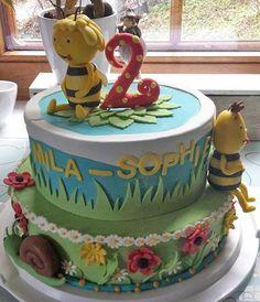 Diese Tolle Torte mit dem Motto - Eine Biene namens Mila-Sophie - stammt aus der Küche von Sarah. Wir sind begeistert! Kunterbunten Fondant für alle Wiesenblumen gibt es hier:  http://www.tolletorten.com/Fondant-Marzipan-Co:::409.html?utm_source=Facebook&utm_medium=Post&utm_campaign=FBRollfondant