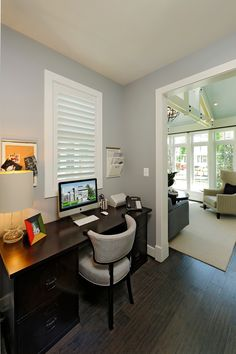 Opal Homes signature internet nook right off the kitchen and adjacent the sunroom.....just perfect