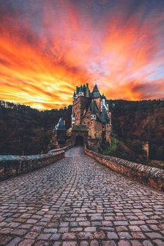 Berg Eltz Castle - reminds  me of my dream 29.05.2016, only below the castle on the right side was the barn