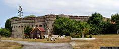 Castillo de Corbanera El castillo de la Corbanera se encuentra en la localidad de Santander, Comunidad de Cantabria, (España). Esta fortificación militar formaba parte del entramado defensivo que, con motivo de las terceras guerras Carlistas, y se construyó en el año 1874, siendo la obra más importante de aquél entramado. Seguir leyendo: http://castillosdelolvido.es/castillo-de-corbanera/