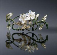 René Lalique, Jasmin Corsage ornament - 1899-1901 - Private Collection Shai and Shuxiu Lin Bandmann