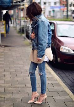 Oversized Denim Jacket- get yours: http://rstyle.me/n/mmuyi4ni6