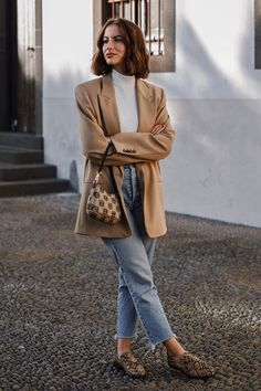 Chic Outfit Ideas to Rock in February Chic Outfits, Fashion Outfits, Womens Fashion, Fashion Trends, Fashion 2017, Runway Fashion, Outfit Loafers, Fall Winter Outfits, Autumn Winter Fashion