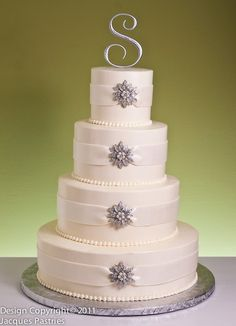 Winter is a romantic season of the year to have a wedding. It will be more perfect by choosing the right winter wedding cakes. You can get the ideas from the nature to create beautiful winter wedding cakes. Beautiful Wedding Cakes, Beautiful Cakes, Amazing Cakes, Cake Wedding, Bling Wedding Cakes, Winter Wonderland Wedding, Cake Gallery, Crystal Wedding, Gold Wedding
