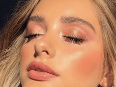""""" How to Use Liquid, Cream & Powder Highlighter For Professional Makeup """" Lindo maquillaje con suave color rosa """" Makeup Trends, Makeup Inspo, Makeup Inspiration, Makeup Ideas, Beauty Trends, Fashion Inspiration, Sommer Make-up Looks, Sommer Make Up, Eye Makeup"