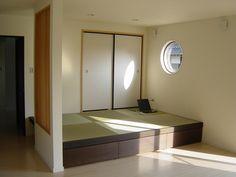 畳コーナー - Google 検索 Tatami Room, Bathroom Lighting, Interior Decorating, Bathtub, Doors, Mirror, House, Japanese, Furniture