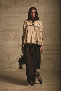 indian fashion. tarun tahiliani. lisa haydon. bollywood.