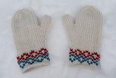 Warm winter mitts - free knitting pattern - Pickles - colourwork is duplicate stitch