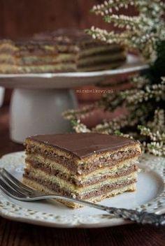 """Ciasto Gerbeaud pochodzi ze znanej od pokoleń Cafe Gerbeaud, kawiarni założonej już w 1870 roku w samym centrum Budapesztu. Nazwa """"Gerbeaud""""..."""