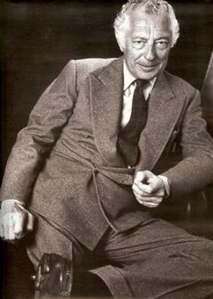 Gianni Agnelli, Longtime chairman of Fiat and style icon. Superga, Gianni Agnelli, Costume Gris, Flannel Suit, Grey Flannel, The Last Summer, Don Draper, Car Shoe, Bespoke Suit