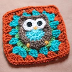 Adorable owl granny squares would make the perfect baby blanket or bunting in a nursery. Free pattern available.