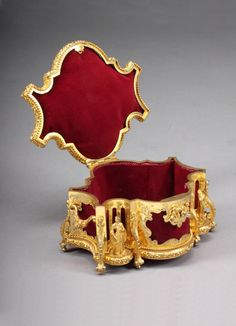 A French gilt-jewelry-box by Tahan Paris