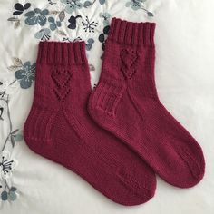 Knitting Patterns Socks This pattern was inspired by Valentine's day and the love we share with friends and family. Knitted Socks Free Pattern, Crochet Socks, Knitting Socks, Knitting Patterns Free, Free Knitting, Knit Socks, Fingerless Mittens, Knitted Gloves, Big Knits