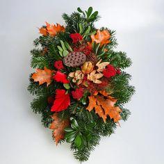 Pietny aranžmán zo živej čečiny, sušín a dekorácie v oranžovo-červenej farbe. Floral Wreath, Wreaths, Fall, Home Decor, Autumn, Floral Crown, Decoration Home, Door Wreaths, Fall Season