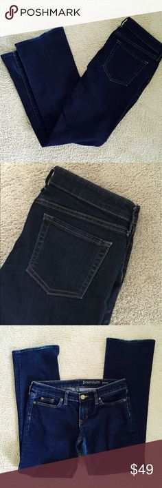 ❗️GAP Premium Boot Cut Denim MSRP $98 ❗️GAP Premium Boot Cut Dark Denim Retails $98 great condition size 4. Feel free to make an offer! I'm giving to the first reasonable offer I receive & give great bundle deals! Moving Clearout Sale--all must go! ;-) GAP Jeans