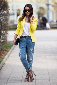 2013 Blazer, jeans and shoes: ZARA | T-shirt, earrings: MANGO | Belt: H | Clutch: SAINT LAURENT