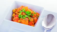 Our vegetable curry recipe is a delicious dish if you are feeling adventurous and want to try something new this week. Curry In A Hurry, Vegetable Curry, Tasty Dishes, Bruschetta, Spice Things Up, Lamb, Vegetarian Recipes, Spicy, Chicken