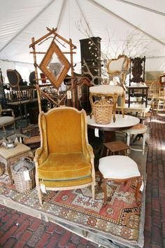 5 Things Not to Say (or Do) at the Flea Market — From the Archives: Greatest Hits | Apartment Therapy Flea Market Booth, Flea Market Style, Flea Market Finds, Flea Market Displays, Flea Market Crafts, Thrift Store Shopping, Thrift Store Crafts, Thrift Store Finds, Thrift Stores