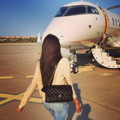 For Muskaan Sodhi private jet is,the preferred form of transport and a picture shows her strutting towards the airliner in jeans and a camel coloured jumper, sporting a Chanel handbag Europa Tour, Jet Privé, It Bag, Photo Voyage, Private Plane, Private Jets, Rich Kids Of Instagram, Billionaire Lifestyle, Teen Fashion