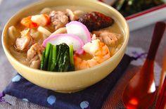 小田巻き蒸しとも言う、うどん入りの茶碗蒸しはボリュームがあり、身体が温まる一品です。