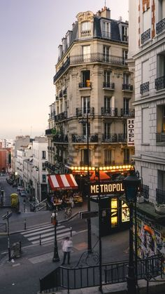 hotel in paris This looks exactly like the corner down from our hotel.but perhaps all the corners look the same in Paris. City Aesthetic, Travel Aesthetic, Couple Aesthetic, Abstract Photography, Travel Photography, Photography Tips, Landscape Photography, Indoor Photography, Paris Photography
