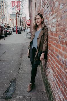 Simple outfit for fall errands. Layers with a lightweight jacket and sweater.