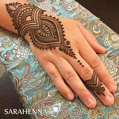 Many stylish Henna Design that will captivate your heart and mind. Come on, celebrate the beauty of Henna Design In San Antonio Tx - lace netted, Pretty Henna Designs, Mehndi Designs For Kids, Mehndi Designs For Beginners, Henna Designs Easy, Beautiful Mehndi Design, Best Mehndi Designs, Arte Mehndi, Henna Mehndi, Mehendi