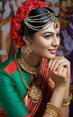In south Indian wedding the brides prefer to wear heavy jewellery. Here are some beautiful collection of south Indian wedding jewellery set. Indian Wedding Jewelry, Wedding Jewelry Sets, Maroon Saree, Photoshoot, Actresses, Beauty, Beautiful, Pakistani, Brides