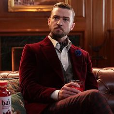 Justin Timberlake looks dapper in old fashioned smoking jacket Justin Timberlake, Anastasia Ashley, Looking Dapper, Instagram And Snapchat, Short Styles, Celebrity Hairstyles, Haircuts For Men, Super Bowl, Boy Bands