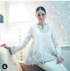 Muslim Wedding Gown, Malay Wedding Dress, Hijab Wedding Dresses, Dream Wedding Dresses, Weeding Dress, Minimal Wedding Dress, Batik Fashion, Engagement Dresses, Dress Silhouette