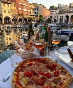 Travel Aesthetic, Aesthetic Food, Sky Aesthetic, Flower Aesthetic, Pizza Y Vino, Menu Café, Pizza Facil, Ideas Cafe, Bar Restaurant Design