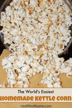 The world's easiest homemade kettle corn recipe! This will quickly become a family favorite for movie nights and after school snacks. Healthy Lunches For Kids, Healthy Toddler Meals, Lunch Snacks, Yummy Snacks, School Snacks, Healthy Snacks, Kid Snacks, Bag Lunches, Work Lunches