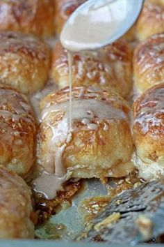 Overnight Caramel Rolls are the best weekend or holiday breakfast. Wake up, pop them in the oven, and you've got an easy and delicious breakfast that's ready to go! Breakfast And Brunch, Breakfast Pastries, Breakfast Bake, Make Ahead Breakfast, Breakfast Dishes, Breakfast Recipes, Breakfast Juice, Brunch Recipes, Dessert Recipes