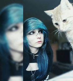 Emo Scene Hair, Emo Hair, Nu Goth, Style Rock, Emo Style, Cute Scene Girls, Goth Make Up, Kitten Drawing, Blue Green Hair