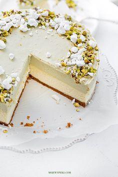 Cheesecake w/Pistachio Mousse Pistachio Cheesecake, Pistachio Cake, Cheesecake Recipes, Dessert Drinks, Dessert Recipes, Just Desserts, Delicious Desserts, Cheesecake Wedding Cake, Naked Cakes