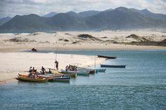 Guarda do Embaú - SC A praia da Guarda do Embaú está localizada no município de Palhoça SC a 50 Km da capital Florianópolis. Uma vila de pescadores com um rio que corta a praia e deságua no mar através de um canal proporcionando assim estas duas opções de lazer.