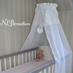 Un nouveau ciel de lit tout blanc! Création 100% fait main, fabrication française. http://ow.ly/NJex309O8ll #coutureaddict #faitmain #custom #couture #handmade #madeinfrance #bébé