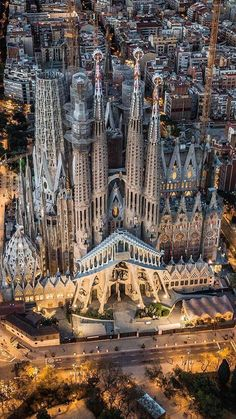 Beautiful birds eye view of the city of Barcelona, Spain & the Basilica de la Sagrada Familia! Beautiful Architecture, Beautiful Buildings, Art And Architecture, Beautiful Places, Beautiful Birds, Places To Travel, Places To Visit, Antonio Gaudi, Barcelona Travel