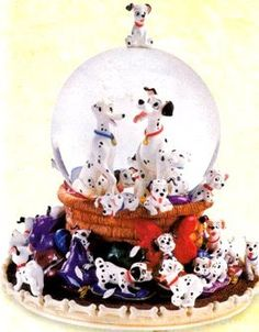 Disney Snowglobes Collectors Guide: 101 Dalmations Snowglobe. 101 Dalmatins is in my top 5 favorite Disney movies so I NEED this snow globe