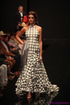 Wappíssima - Pasarela Flamenca 2011 - Merche Moy Dance Fashion, Fashion Line, Fashion Dresses, Frill Dress, Floral Maxi Dress, Dress Up, Flamenco Costume, Flamenco Dresses, Spanish Fashion