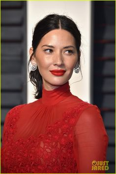 Olivia Munn Ponytail - Olivia Munn styled her hair into a wavy, center-parted ponytail for the Vanity Fair Oscar party. Beauty Makeup, Hair Makeup, Hair Beauty, Olivia Munn Oscars, Hair Inspo, Hair Inspiration, Medium Hair Styles, Short Hair Styles, Red Carpet Makeup