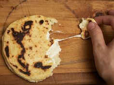 Cheese-stuffed colombian style arepas from Serious Eats ( I have a Spanish teacher friend who loves to cook who needs to try this. Colombian Arepas, Colombian Food, My Colombian Recipes, Costa Rica, Comida Latina, Serious Eats, Columbian Recipes, Latin Food, Naan