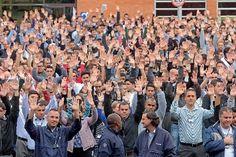 Canadauence TV: Trabalhadores da Scania param produção, empresa of...