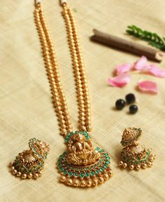 Jewelry OFF! Two Layer Antique Ball Necklace - South India Jewels Pearl Necklace Designs, Gold Earrings Designs, Gold Designs, Antique Necklace, Gold Chain Design, Gold Jewellery Design, Indian Wedding Jewelry, Indian Jewelry, Indian Bridal