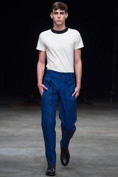 Pra essa primavera-verão 2016/17, Igor Dadona se inspira em uniformes escolares do mundo inteiro, especialmente os do Japão, incluindo elementos dele na sua moda masculina jovem.