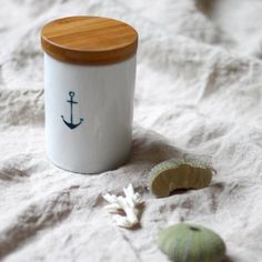 Collect your summer memories in a cute jar, learn how to paint it with a tooth pick. A quick DIY.