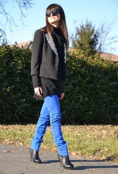 Electric blue pants and studded blazer #outfit  , Nolita en Blazers, Asos en Pantalones, Zara en Botines, Yves Saint Laurent en Otras joyas / Bisutería, Cèline en Gafas / Gafas de sol