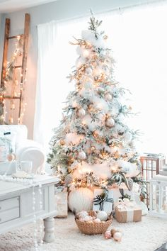 Nice 88 Winter White Christmas Tree Inspirations. More at http://88homedecor.com/2017/11/14/88-winter-white-christmas-tree-inspirations/